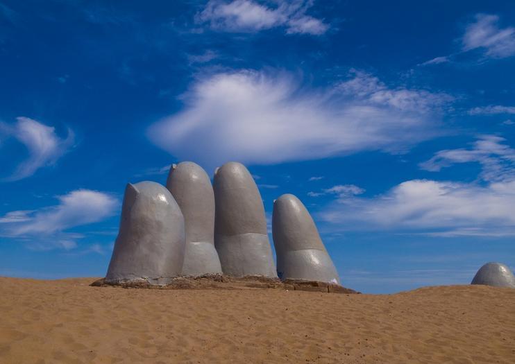 Hand of Punta del Este (La Mano de Punta del Este)