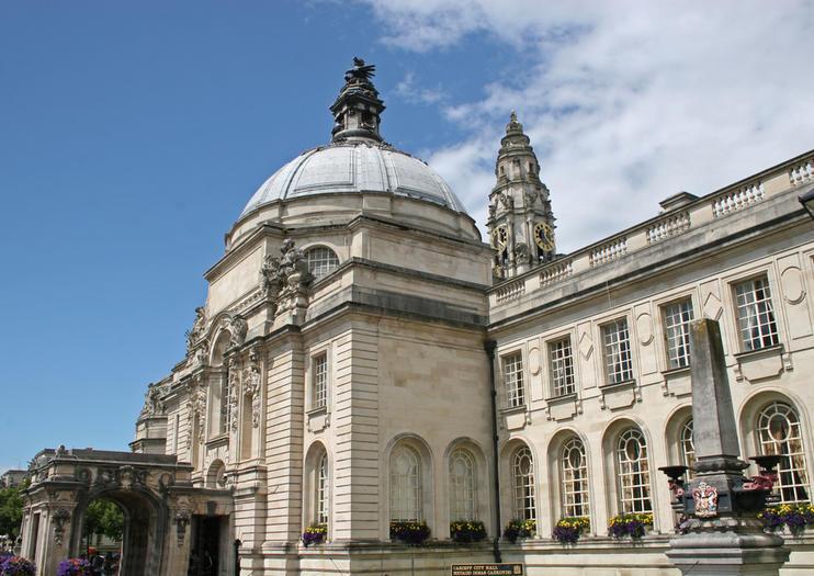 Cardiff City Hall (Neuadd y Ddinas)
