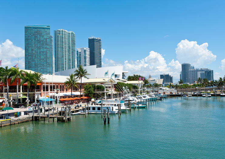 Bayside Marketplace A Vibrant Waterfront Mall In Downtown Miami And The City S Most Visited Attraction Sits Above Biscayne Bay Features Many Ping