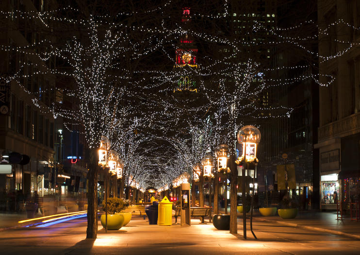 The 16th Street Mall In Denver Colorado Is A Tree Lined Pedestrian Corridor Filled With Outdoor Cafés Restaurants And S Along Por Downtown