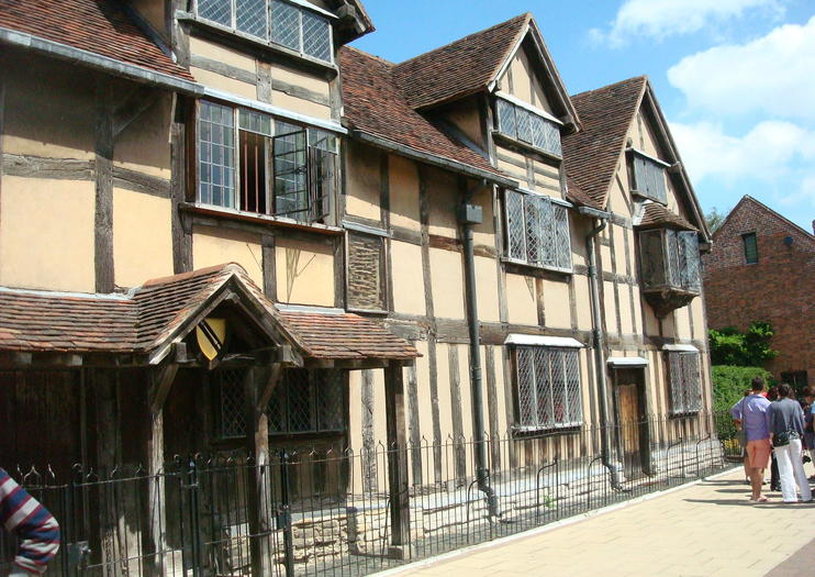 The Medieval Market Town Of Stratford Upon Avon Is Birthplace Iconic Wordsmith William Shakespeare Visitors Can Follow In Literary Giants