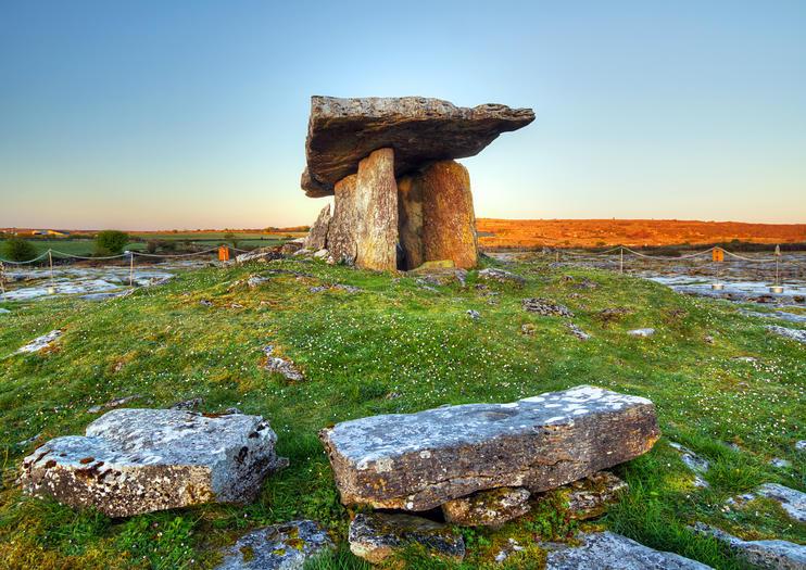 Poulnabrone Dolmen (Poulnabrone Portal Tomb)