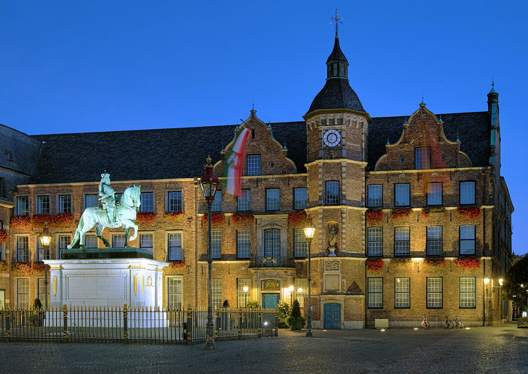 Dusseldorf Old Town Hall (Rathaus Dusseldorf)