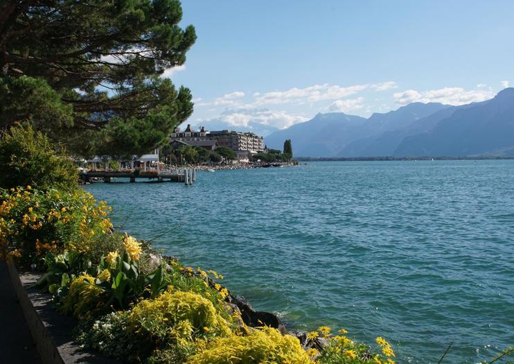 Lakeside Promenade Fleuri