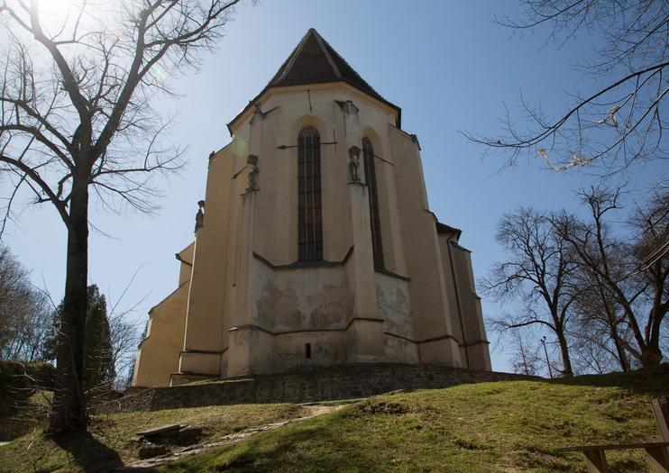 Iglesia en la Colina