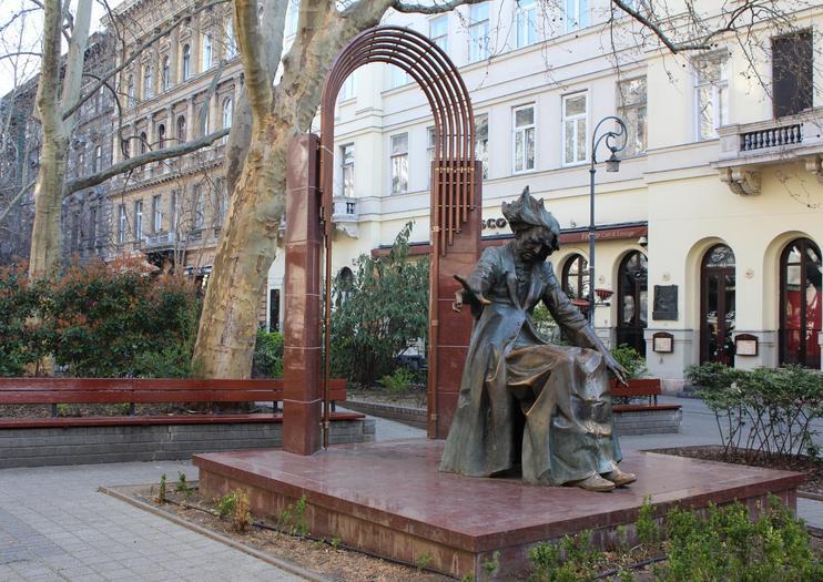 Liszt Ferenc Square (Liszt Ferenc Tér)
