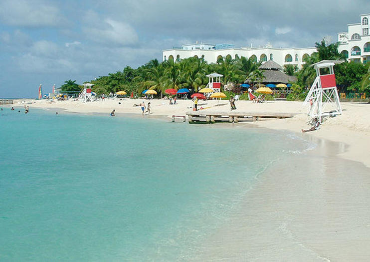 Set Along Montego Bay S Famous Hip Strip Stretch Gloucester Avenue Doctor Cave Beach Is One Of The Most Por Beaches On Jamaica West Coast