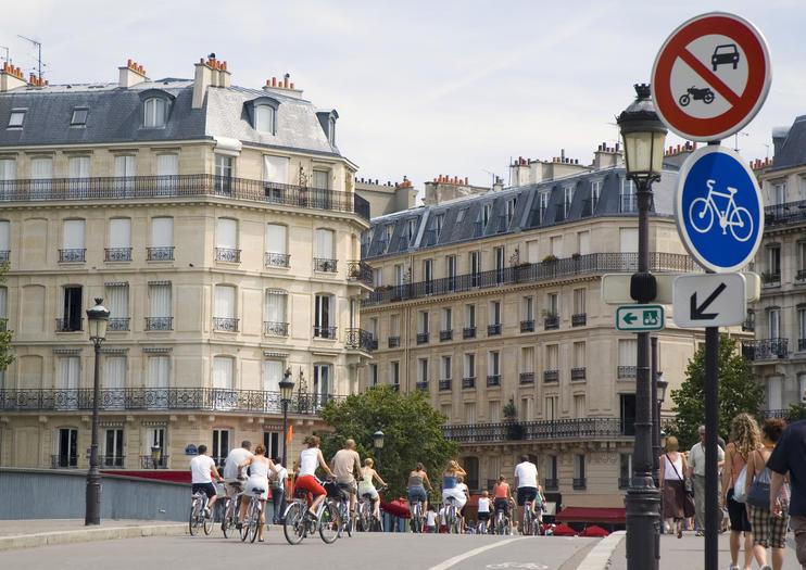 How to Explore Paris By Bike