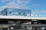 Traslado de chegada compartilhado: Aeroporto de Praga para os hotéis