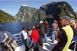 Cruzeiro pela vida selvagem de Doubtful Sound saindo de Queenstown
