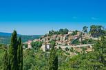 Vilas empoleiradas da excursão de um dia em Luberon, saindo de Marselha
