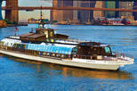 Statue of Liberty Bateaux Lunch Cruise with Luxury Sightseeing