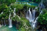 Excursão privada de dia inteiro pelo Parque Nacional de Plitvice Lakes partindo de Zadar