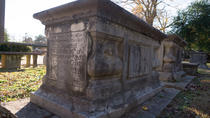 Williamsburg Cemetery Guided Tour, Williamsburg, Ghost & Vampire Tours