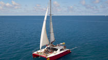 2-Night Whitsunday Islands All-Inclusive Sailing Tour from Airlie Beach, The Whitsundays & ...