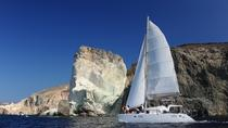 Crociera privata in catamarano a Santorini con pasto al barbecue e bevande, Cyclades Islands, ...
