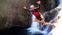Behana Gorge Waterfalls Canyoning Tour desde Cairns, Cairns y el Norte Tropical, Escalada