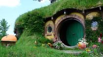 Hobbiton Movie Set and the Geysers of Te Puia, Rotorua, Tauranga, Movie & TV Tours
