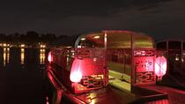 Beijing Hutong Night Tour mit Yunnan Style Dinner und Chartered Boat Ride am Houhai Lake, Peking, Bootstouren bei Nacht