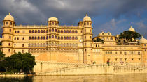 Udaipur Guided City Day Tour: City Palace, Jagdish Temple, and Lake Pichola, Udaipur