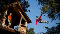 Tour sulla zipline Waterfall Canopy più Activity Pass nel Foxfire Mountain Adventure Park, ...