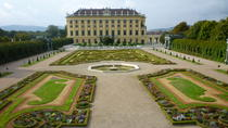 Schloss Schönbrunn in Wien mit den Gärten der Schlossanlage Schönbrunn und privatem Hin-/Rücktransfer, Vienna, Private Sightseeing Tours