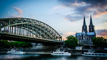 5-Day Cologne and Paris Overnight Coach Tour from Cologne, ケルン