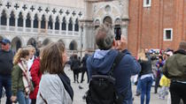 Hidden Venice Express Tour with Saint Mark's Basilica, Rialto and Gondola
