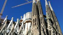 Outdoor walking tour of Sagrada Familia and Gothic Quarter