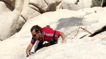 Classe d'escalade traditionnelle dans le parc national de Joshua Tree, Palm Springs, Climbing