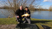 Small-Group Carp Fishing Experience in London, Londres