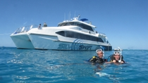 Cruzeiro de mergulho de scuba e snorkel na borda externa do Great Barrier Reef saindo de Cairns, ...