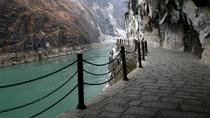 Private Highlight of Lijiang Day Trip: One Day Upper Tiger Leaping Gorge Tour with Black Dragon ...