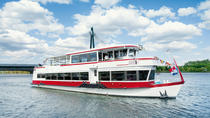Danube Canal City Sightseeing Cruise in Vienna, ウィーン