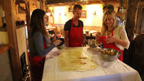 Apple Strudel and Salzburger Nockerl Cooking Class including Lunch in Salzburg, ザルツブルク