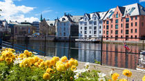 Alesund Shore Excursion: City walk, Ålesund