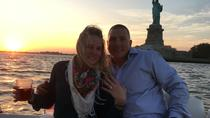 NYC Sunset Marriage Proposal aboard Luxury Powerboat, ニューヨーク市