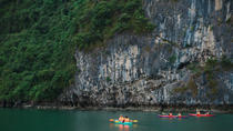 Halong Bay Full-Day Guided Tour Including Cruise, Kayaking and Lunch from Hanoi, Baie de Ha Long