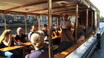 Small-Group Classic Canal Cruise on Salonboat in Amsterdam
