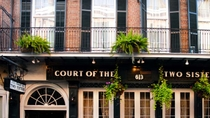 Brunch com jazz, em estilo buffet, no restaurante The Court of Two Sisters, Nova Orleans, Jantares
