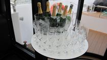 Champagne Tasting on a Seine River Cruise, パリ