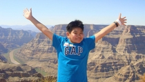 Tour di un giorno del Grand Canyon West Rim in pullman, elicottero e in barca con Skywalk ...