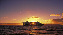 Oahu Star Sunset Dinner and Show Cruise, Oahu, Night Cruises
