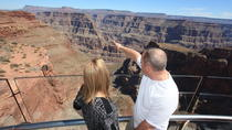 Viator Exclusive: Grand Canyon Helicopter Tour met optionele landing onder de rand en ...