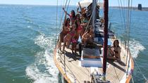 Hen and Stag Boat Party in Lisbon, Lissabon