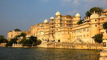 Evening Walking Tour: City Palace, Jagdish Temple and Dharohar Show in Udaipur, Udaipur, Night Tours
