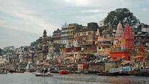 Varanasi Boat Ride and Ancient Temples Day Tour with Breakfast, バラナシ(ワーラーナシー)