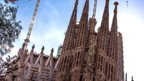 Sagrada Familia: Fast Track Guided Tour with Towers Access, Barcelona, Cultural Tours