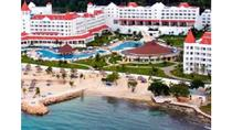 Private Airport Round-trip Transfer to Runaway Bay Hotels, Runaway Bay, Airport & Ground Transfers