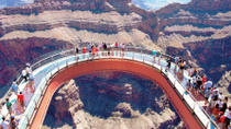 Het beste van de West Rim: vliegtour over de Grand Canyon met optioneel een helikoptervlucht, boottocht en toegang tot de Skywalk, Las Vegas, Air Tours